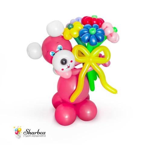 Медвежонок из шаров с букетом
