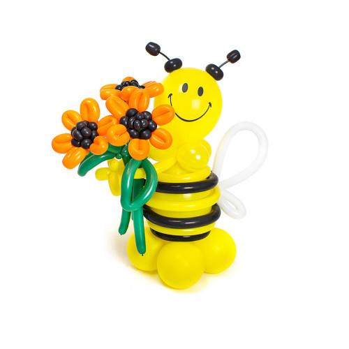 Пчелка из шаров с букетом