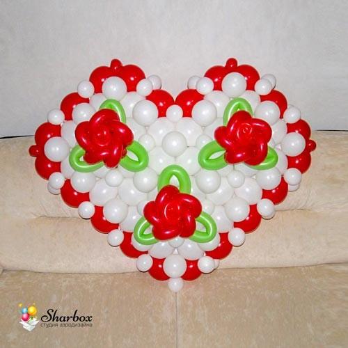 Сердце с розами из шаров