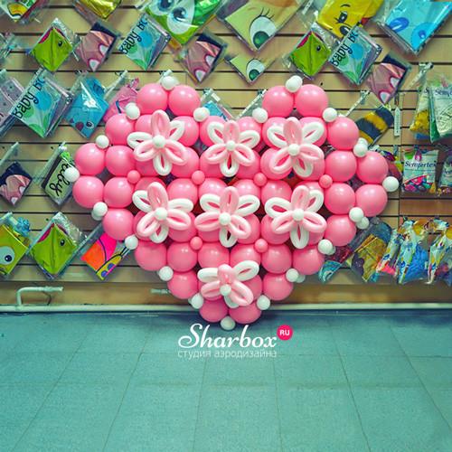 Сердце-панно из шаров. Фото