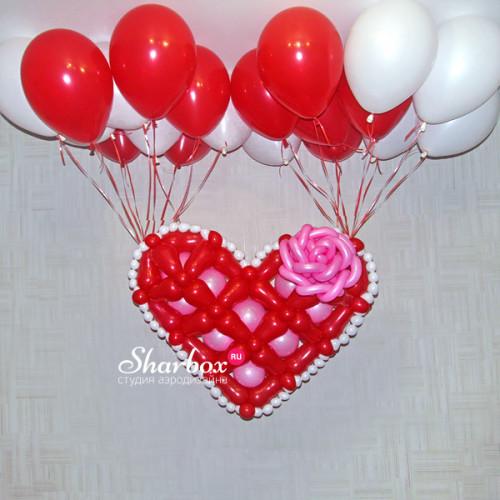 Сердце с розой на гелиевых шарах. Фото