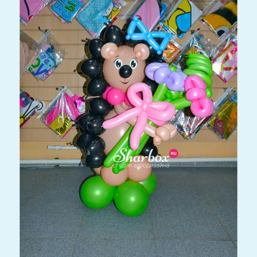 Ёжик из шаров с букетом