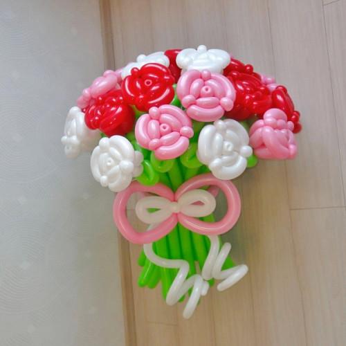 Большой букет роз из воздушных шаров