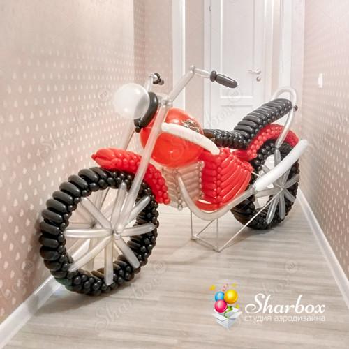 Большой мотоцикл из шаров