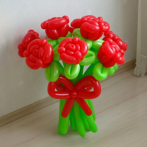 Букет красных роз из воздушных шаров