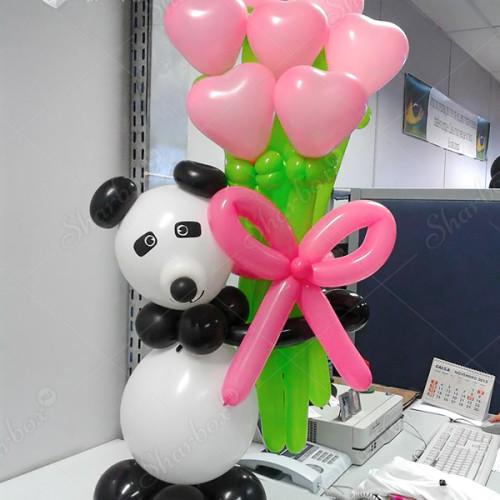 Панда из шаров с букетом