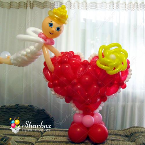 Сердце для девушки с ангелом из шаров