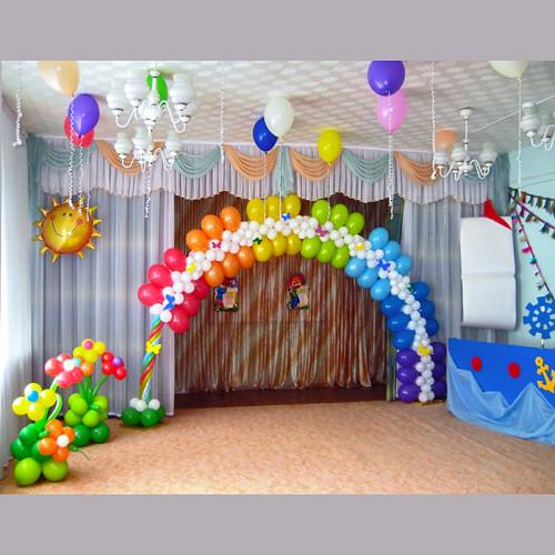 Композиция с аркой для выпускного в саду в Тюмени