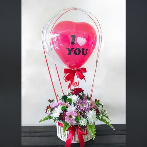 Цветы в корзине с шаром Баблз и сердцем
